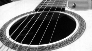 1256770800Acoustic_Guitar_bw